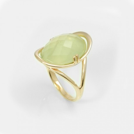 Золотое кольцо с пренитом